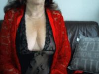 Nu live webcammen met Housewife!