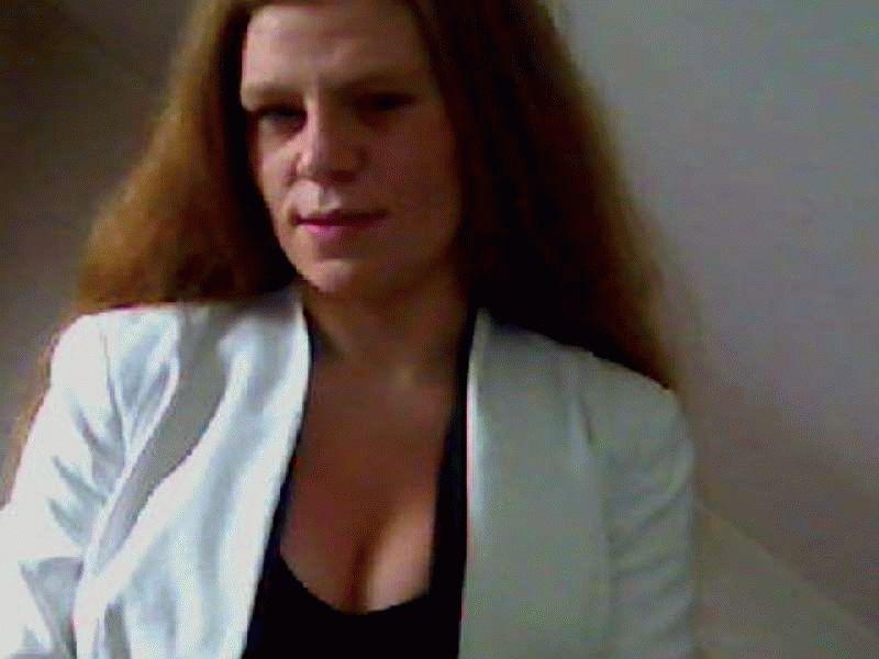 Wie denkt de jonge Utrechtse huisvrouw Jennifer23 aan te kunnen voor de cam!