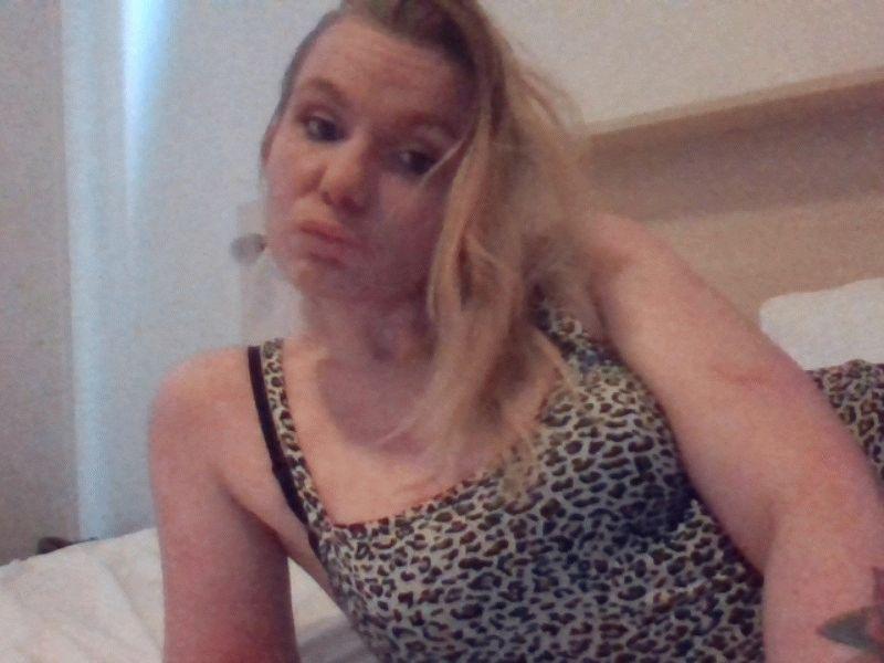 Nu live hete webcamsex met Hollandse amateur  karolina123?