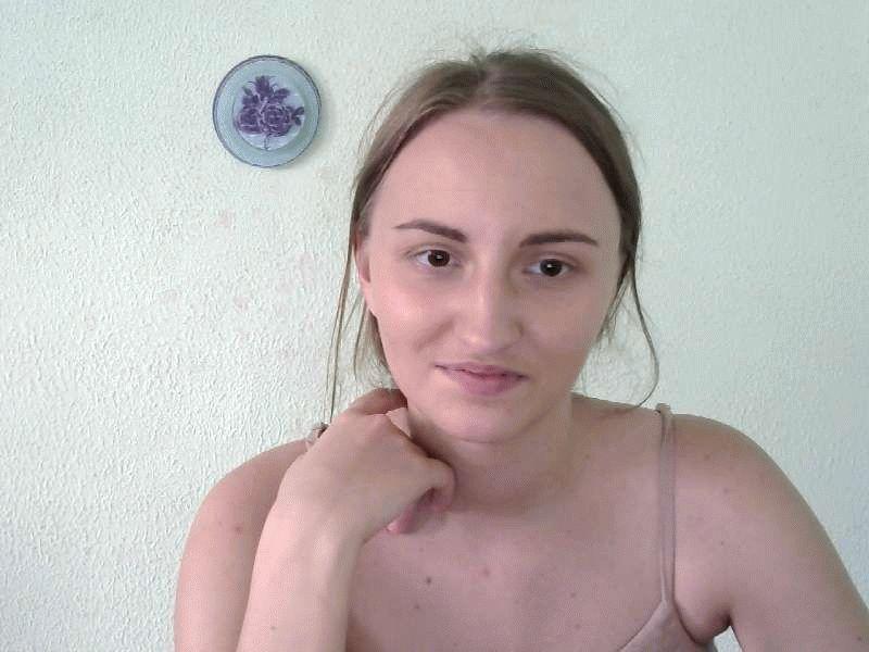 Nu live hete webcamsex met Hollandse amateur  karolina21?