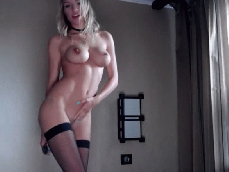 Nu live hete webcamsex met Hollandse amateur  killertitts?