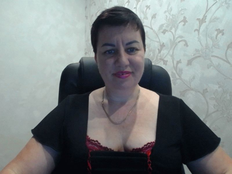 Nu live hete webcamsex met Hollandse amateur  ladygloria?