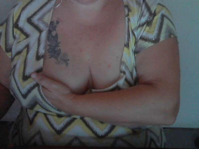 Nu live hete webcamsex met Hollandse amateur  ladylinsey?