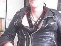 Nu live hete webcamsex met Hollandse amateur  leather-66?