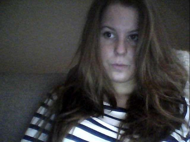 20 jarige Vlaamse ondeugende studente Lilly voor haar webcam!