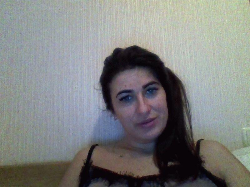Nu live hete webcamsex met Hollandse amateur  lilybadgirl?