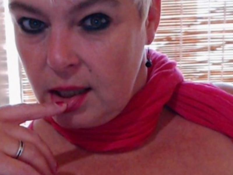 Nu live hete webcamsex met Hollandse amateur  lindah?
