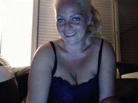 Nu live hete webcamsex met Hollandse amateur  livi34?