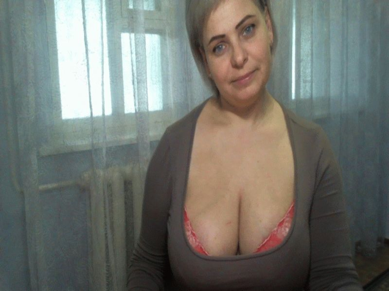 Nu live hete webcamsex met Hollandse amateur  liziskyblue?