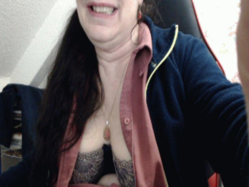 Nu live hete webcamsex met Hollandse amateur  missmaria?