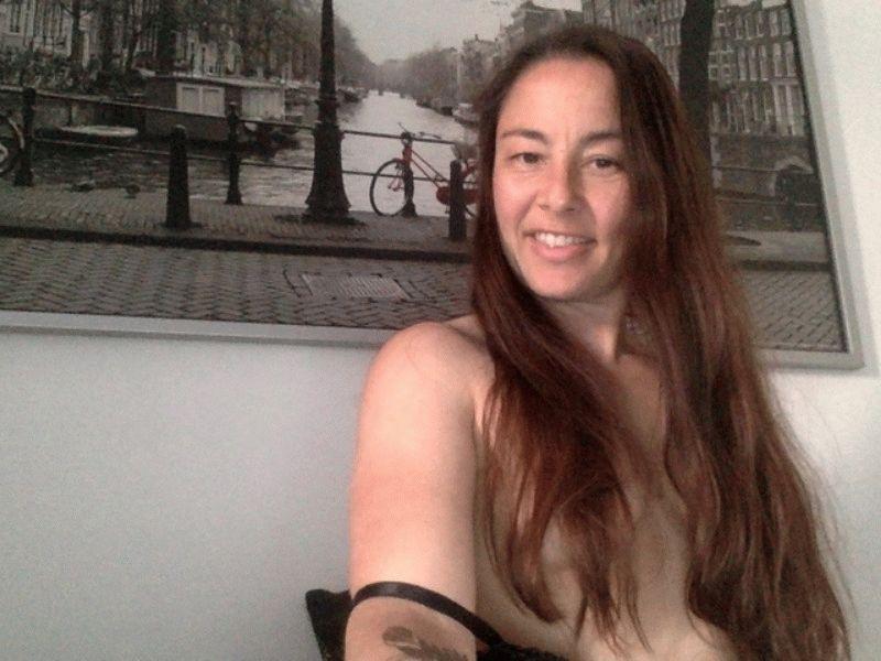 Nu live hete webcamsex met Hollandse amateur  naadje28?