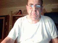 Nu live hete webcamsex met Hollandse amateur  naardenboy?