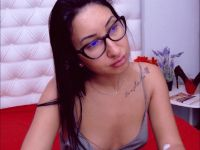 Nu live hete webcamsex met Hollandse amateur  nikki_hot?