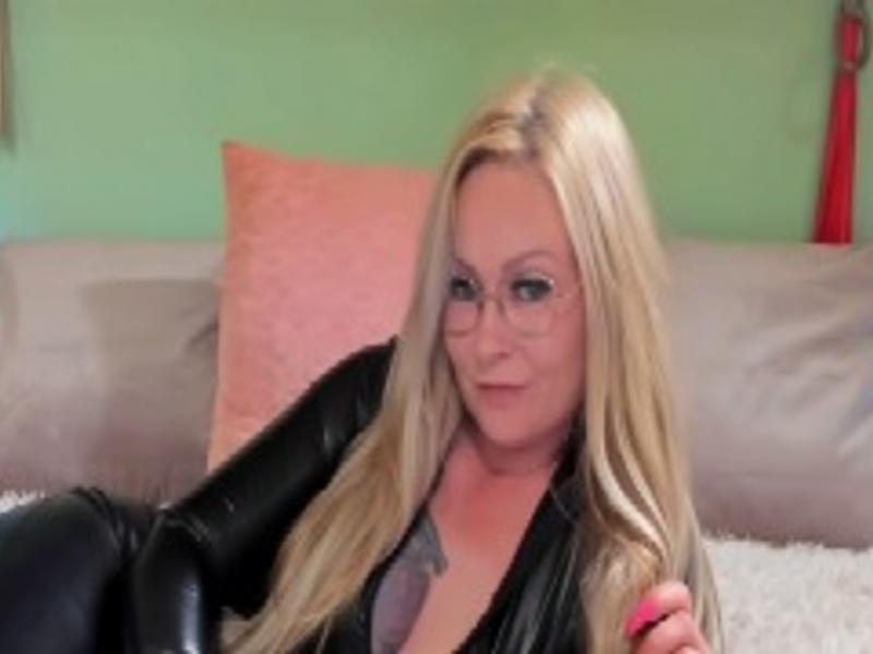 De heetste meiden online achter de webcam nikkie25?