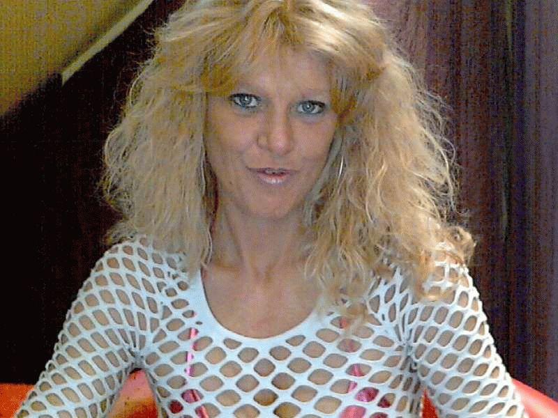 De 36 jarige lekkere Vlaamse Oxana_x laat je sidderen van genot.