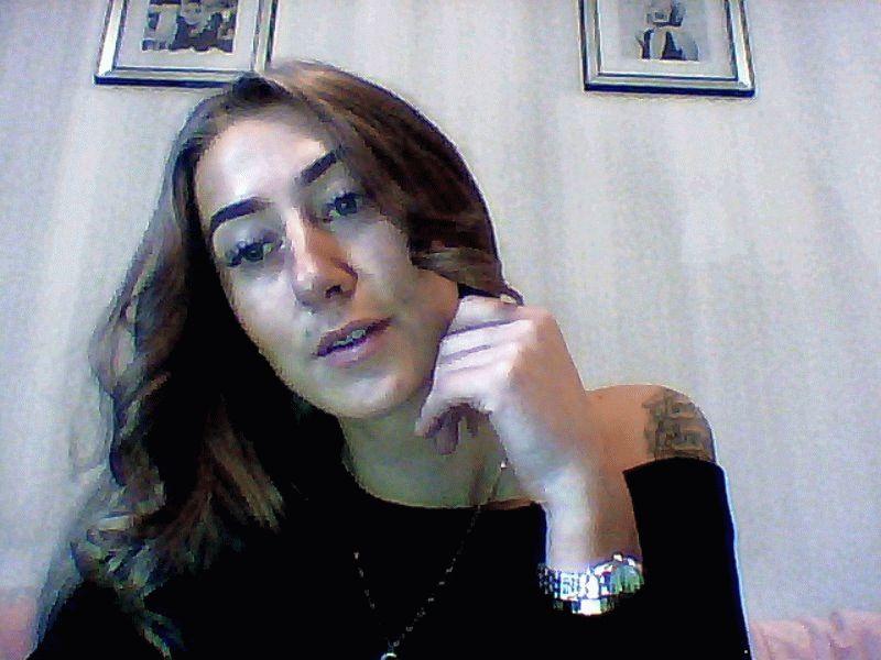 Nu live hete webcamsex met Hollandse amateur  pantergirl96?