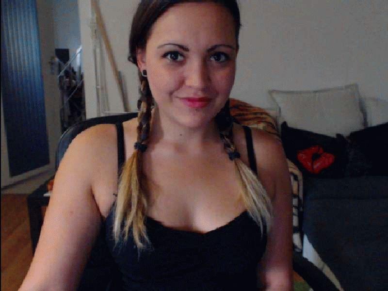 Nu live hete webcamsex met Hollandse amateur Perkylisa?