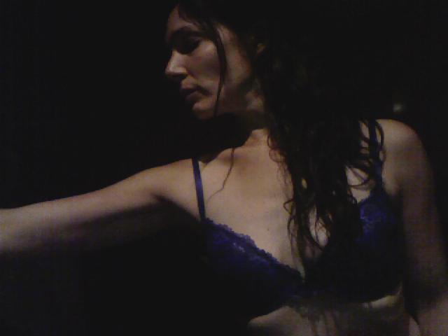 Nu live hete webcamsex met Hollandse amateur  petronella?