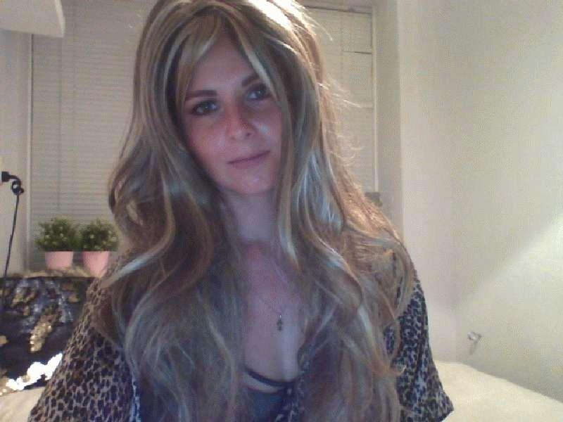 Nu live hete webcamsex met Hollandse amateur  rachellelove?