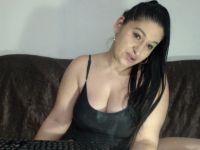 Nu live hete webcamsex met Hollandse amateur  raysha?