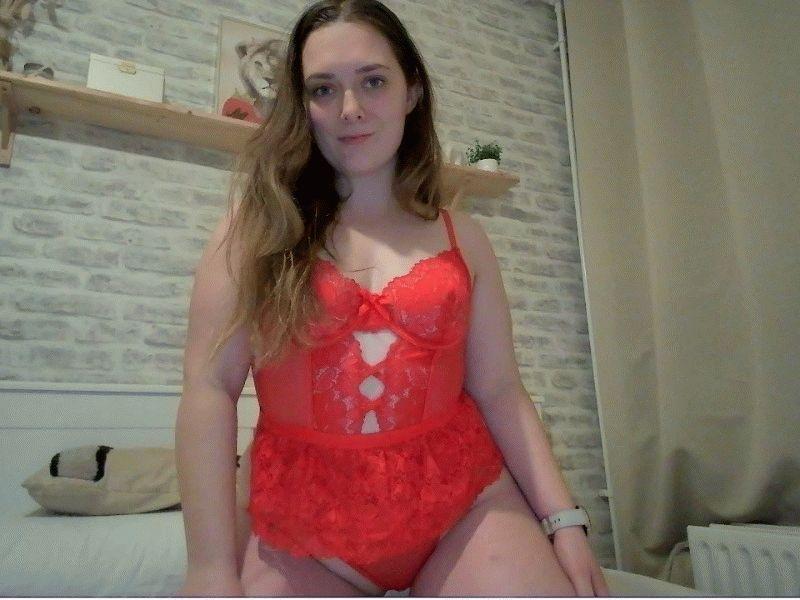 Jonge huisvrouw Sabrinaxxx uit Amsterdam verwent zichzelf voor de cam.