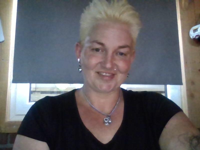 Nu live hete webcamsex met Hollandse amateur  sarahhot?