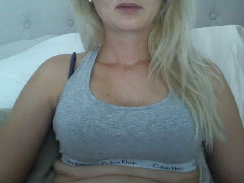 Nu live hete webcamsex met Hollandse amateur  scarlet_?