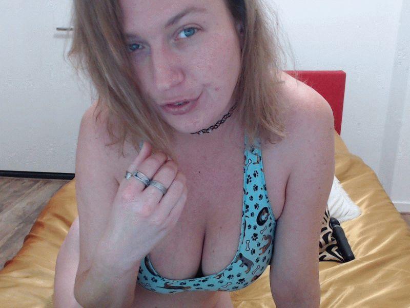 22 jr pittige huisvrouw Schatje1993 uit Zwolle zoekt vuurhete mannen voor haar webcam.
