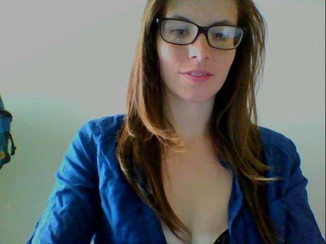 De 22 jarige Brusselse huisvrouw Sexlove zoekt mannen!