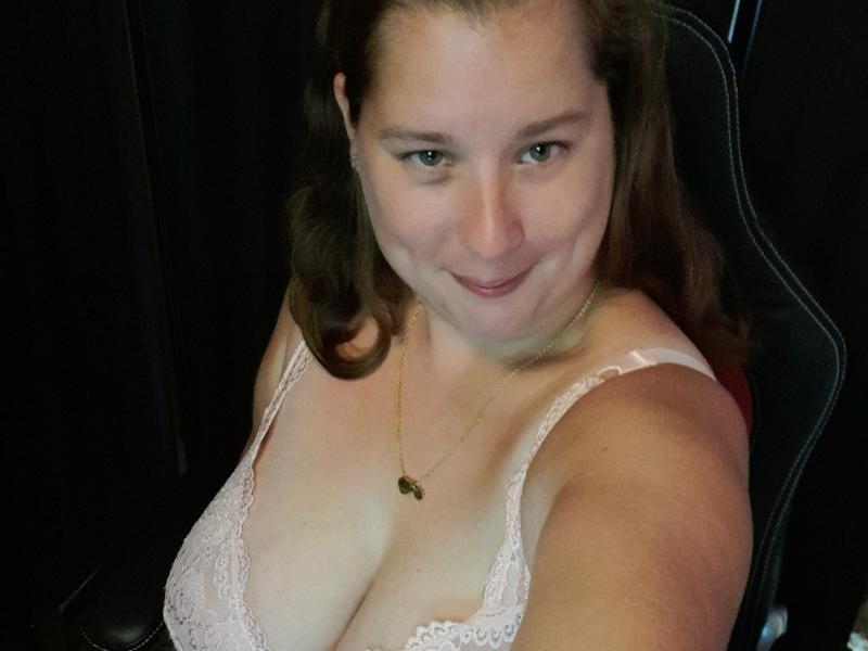 Nu live hete webcamsex met Hollandse amateur  sexydame?