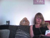 Nu live hete webcamsex met Hollandse amateur  sexyeyes24?