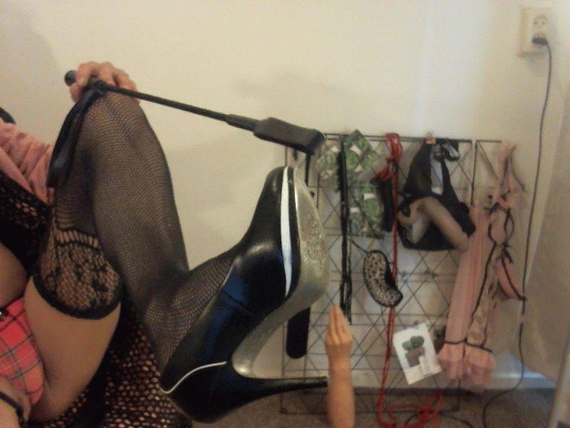 Nu live hete webcamsex met Hollandse amateur  sexymmmilf?