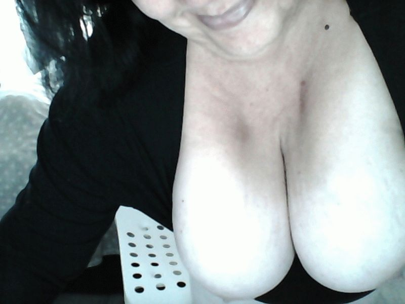 Live contact met Hollandse amateur  shari_geil?