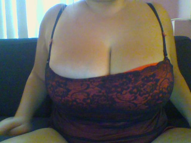 Nu live hete webcamsex met Hollandse amateur  sharon92?
