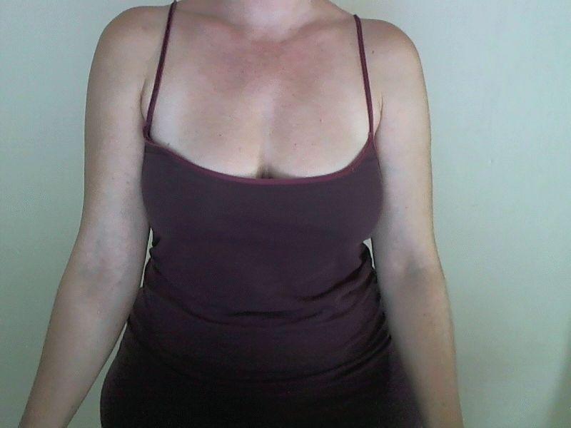 36 jarige Sharonsexy uit Rotterdam geeft bloedhete live shows voor haar webcam.