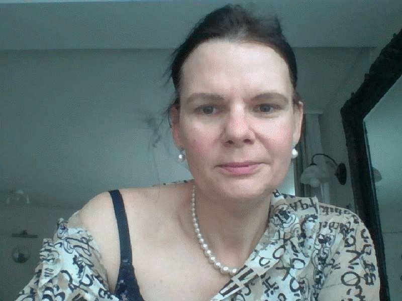 Nu live hete webcamsex met Hollandse amateur  sokeak37?