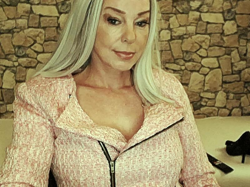 Nu live hete webcamsex met Hollandse amateur  sophie?