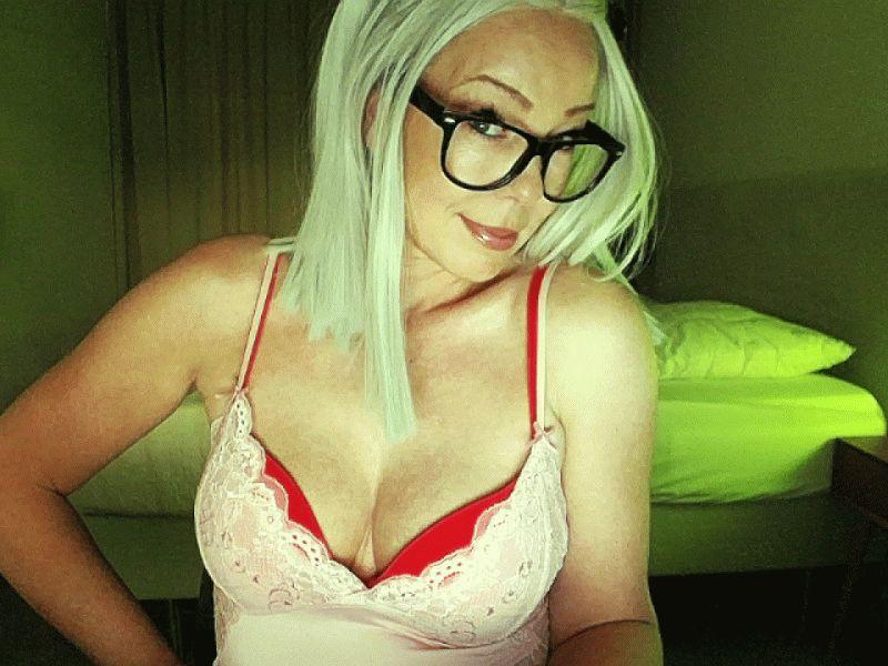 De heetste meiden online achter de webcam sophie?