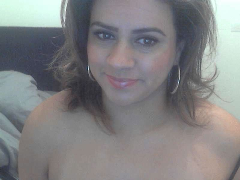 Super_mooi is een 36 jarige opwindende huisvrouw die naakt voor jou poses inneemt