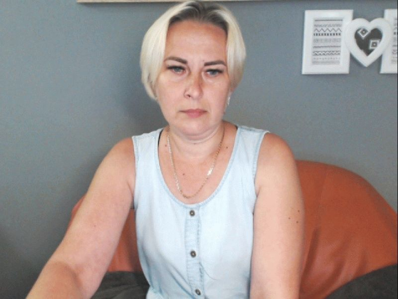 Nu live hete webcamsex met Hollandse amateur  sweetmerlot?