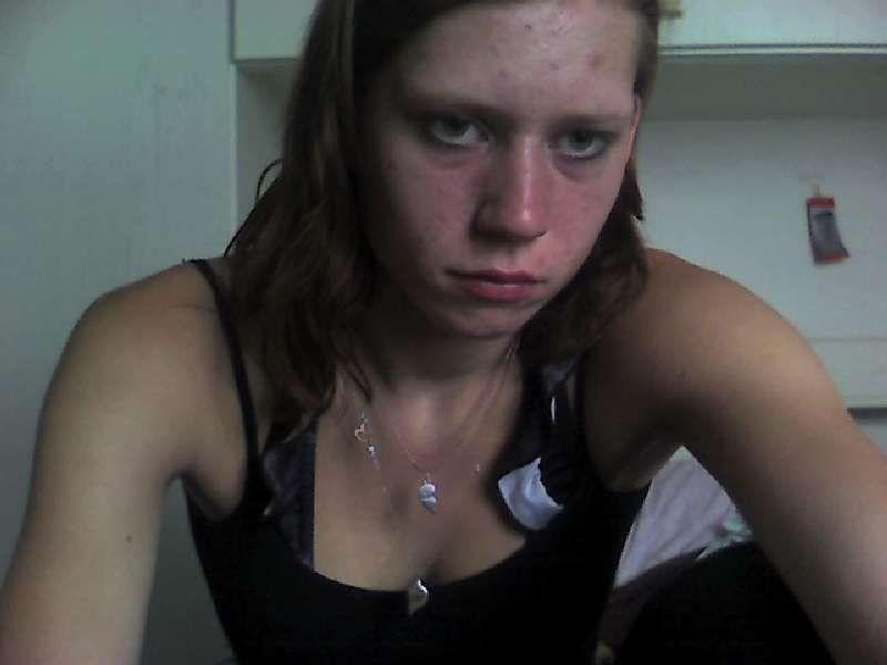 18 jarige hete camslet Syennahot uit Oostende vervult al je hete wensen voor de webcam.