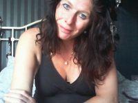 Nu live hete webcamsex met Hollandse amateur  sylviahotx?