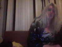 Nu live hete webcamsex met Hollandse amateur  taryn42?