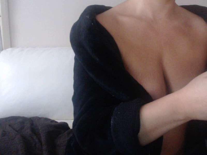 35 jarige perverse huisvrouw Tatiana34 kickt op opwindende sekspraatjes.