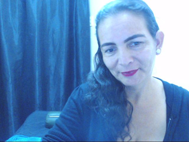 Nu live erotisch webcammen met Hollandse amateur  tatianasex?