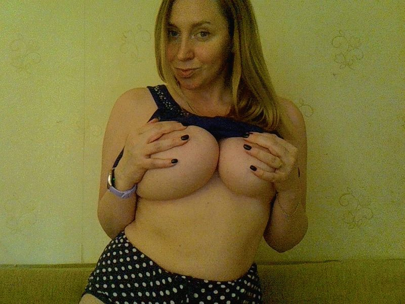 Nu live hete webcamsex met Hollandse amateur  tenderlady84?