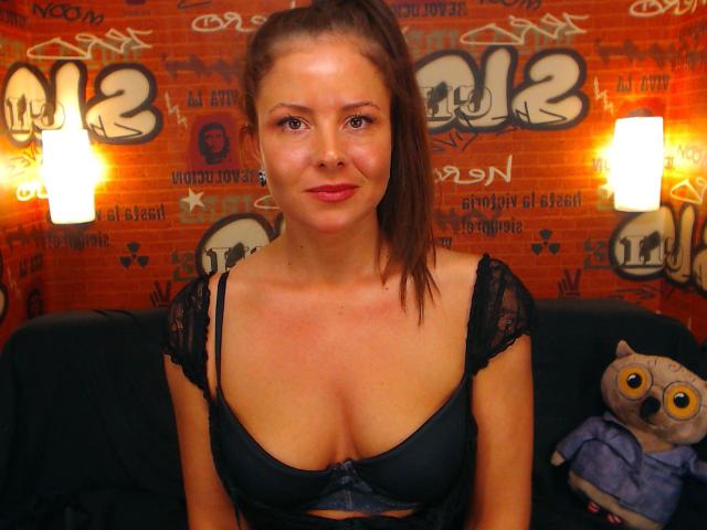 Nu live hete webcamsex met Hollandse amateur  thasha?