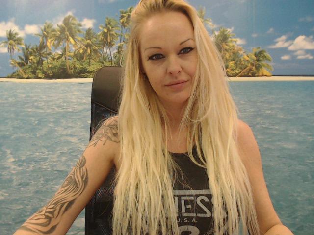 Nu live hete webcamsex met Hollandse amateur  vanessa26?