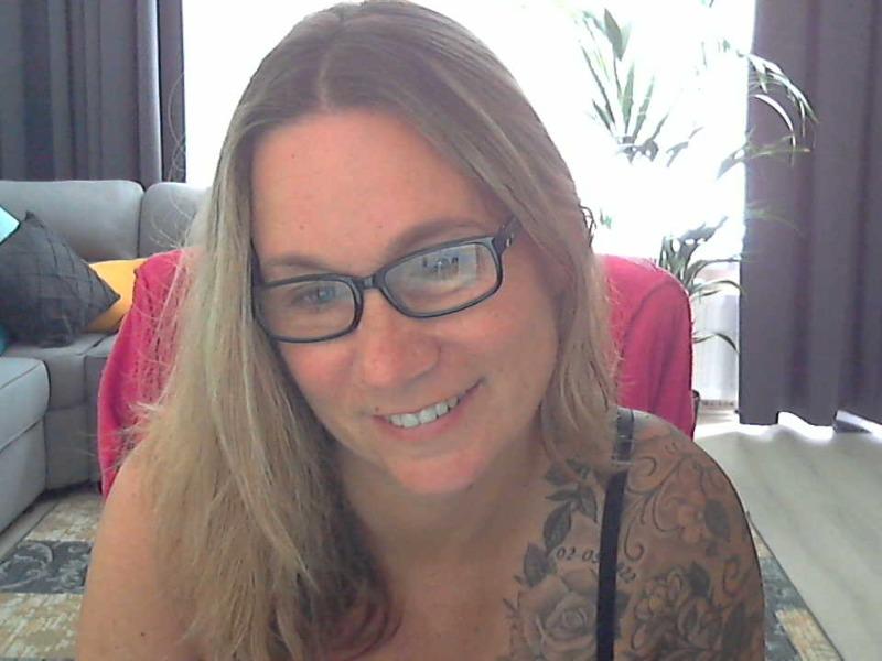 Nu live hete webcamsex met Hollandse amateur  vanity72?