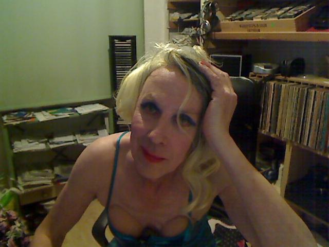 Nu live hete webcamsex met Hollandse amateur  wenda?